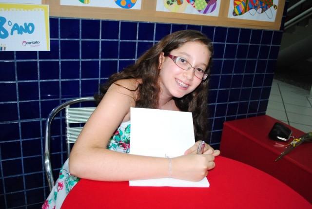 Noite de autógrafos dos alunos  6º, 7º e 8º