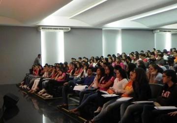 Psicóloga conversa sobre formação e mercado de trabalho com alunos