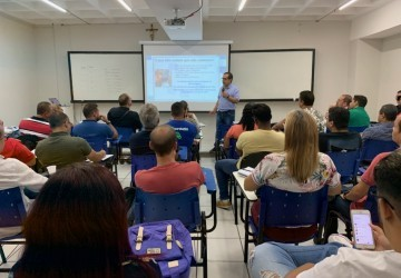 Professores do Ensino Médio participam de palestra
